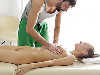 European hottie Dinara sucks and fucks cock of a new spa therapist